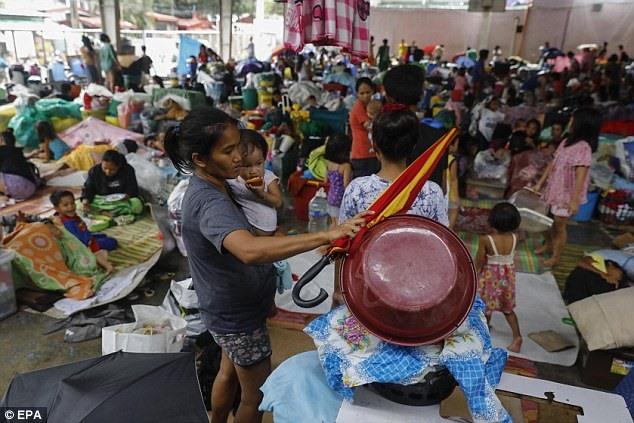 chum anh sieu bao mangkhut tan pha khung khiep o philippines nhu the nao