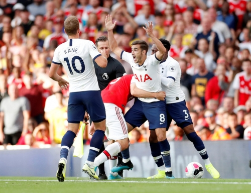 Arsenal 2-2 Tottenham: Derby hấp dẫn