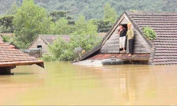 Quảng Bình: 130 trường phải dừng khai giảng vì nước lũ dâng cao