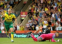 Norwich 3-2 Man City: Đương kim vô địch sa lầy ở Carrow Road