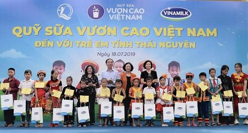 """Nỗ lực vì sứ mệnh """"Để mọi trẻ em đều được uống sữa mỗi ngày"""""""