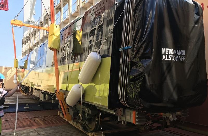 Cận cảnh đoàn tàu đầu tiên tuyến metro Nhổn - Ga Hà Nội trên hành trình về Việt Nam