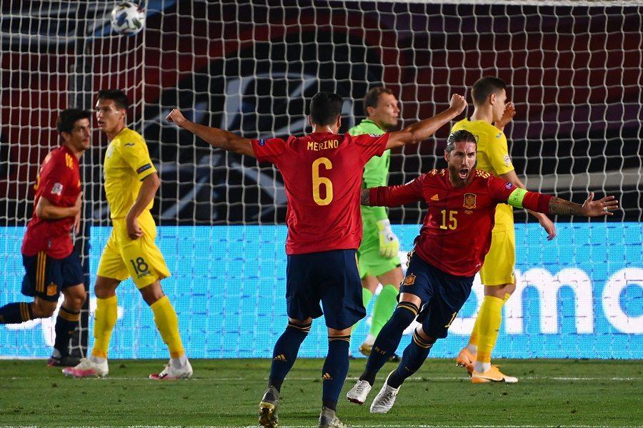 Ramos rực sáng, Tây Ban Nha nhấn chìm Ukraine