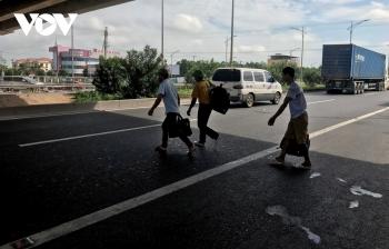 Tái diễn đón trả khách trên đường cao tốc Hà Nội - Bắc Giang