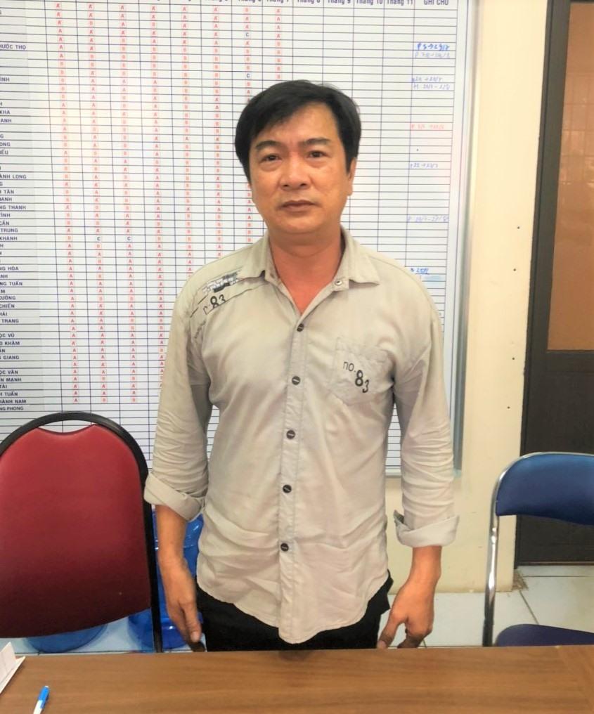 Đối tượng Từ Thành Phong tại cơ quan điều tra Công an quận Ninh Kiều. Ảnh: CACC