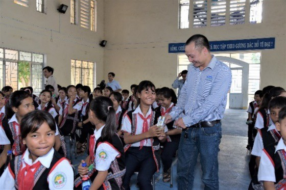 Quỹ sữa vươn cao Việt Vam và Vinamilk chung tay chăm sóc trẻ em khó khăn tỉnh Phú Yên