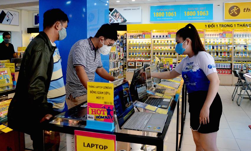 """Thị trường laptop lên """"cơn sốt"""""""