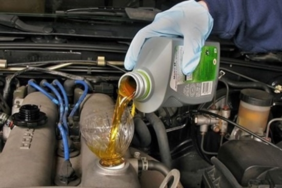 Thời điểm thay dầu nhớt ôtô tài xế cần nắm rõ