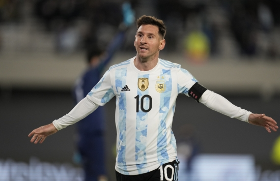 Messi lập hat-trick, Argentina thắng dễ Bolivia