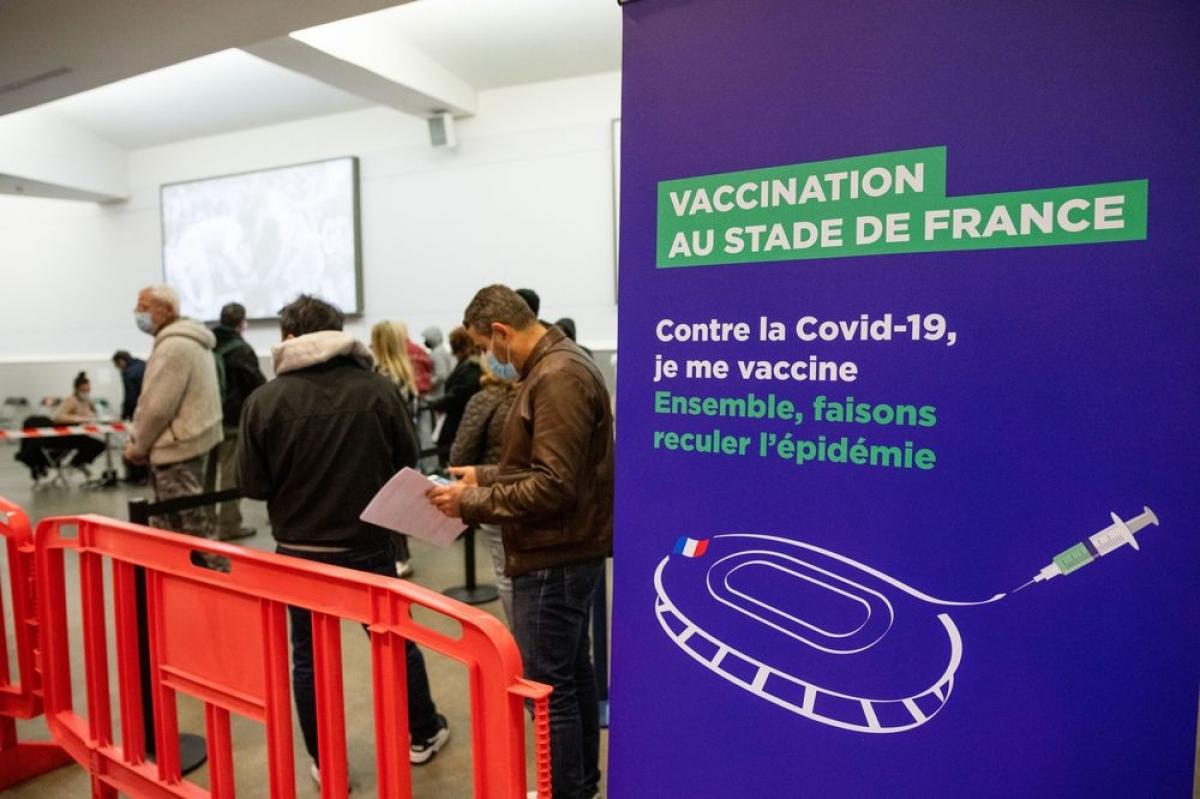 """Nhiều nước đẩy mạnh """"Thẻ xanh vaccine"""", đưa cuộc sống trở lại bình thường mới"""