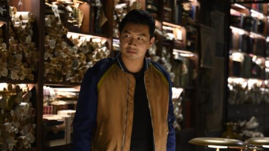 """""""Shang-Chi"""" giữ vững ngôi đầu doanh thu rạp chiếu Mỹ"""