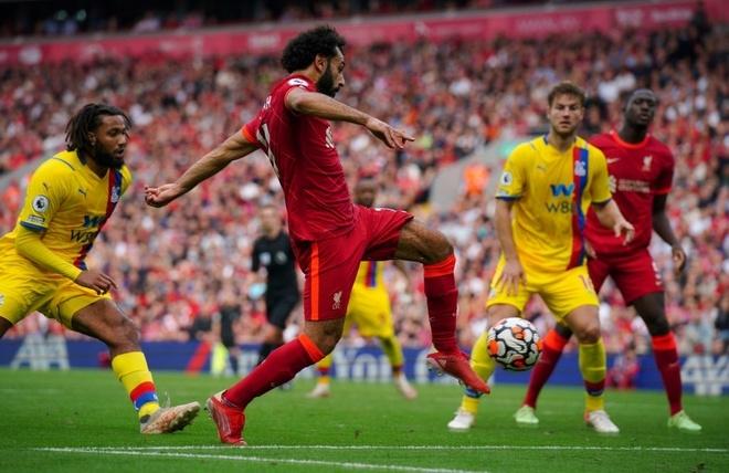 Thắng đậm Palace, Liverpool lên đỉnh bảng