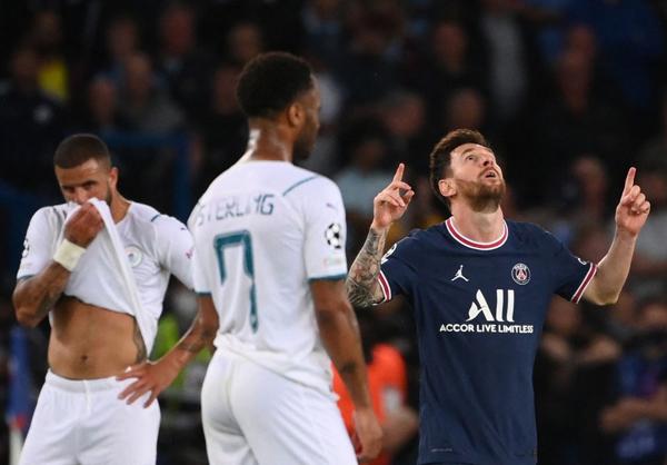 """Messi """"khai hỏa"""" giúp PSG chiếm ngôi đầu"""