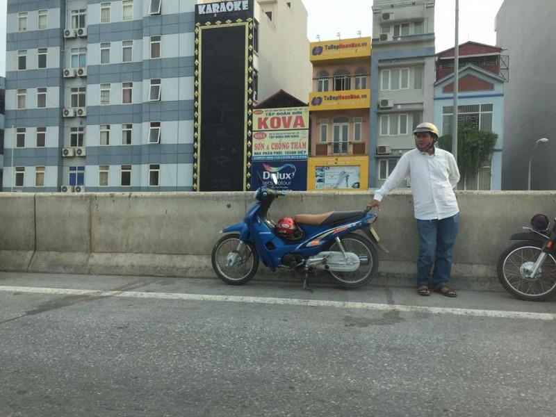 Xe ôm lập bãi, đón khách trên đường cao tốc