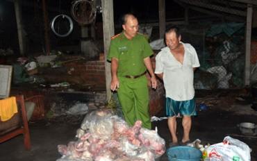 Mua lợn chết bệnh về quay chín rồi bán cho các tiệm bánh mỳ 