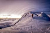 Ảnh đẹp trong tuần: Chinh phục đỉnh núi Jengish Chokusu