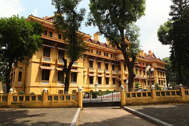 Choáng ngợp kiến trúc tòa nhà trăm mái 'độc nhất vô nhị' ở Việt Nam
