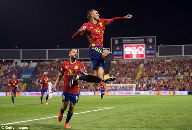 Tây Ban Nha giành vé sớm, Italy đá play-off