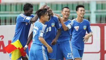 Vòng 21 V-League: Quảng Nam 'cầm cờ'