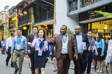 Cấm nhân viên khách sạn chụp ảnh đại biểu APEC đăng Facebook