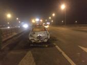 Hà Nội: Xế hộp cháy ngùn ngụt đến trơ khung trên cầu Thanh Trì