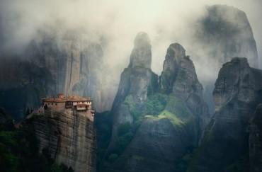 Ảnh đẹp trong tuần: Ấn tượng tu viện trên không Meteora ở Hy Lạp
