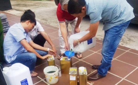 """Bắt hai đối tượng liên quan vụ xăng """"bẩn"""" ở Nghệ An"""