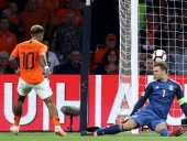 Hà Lan 3-0 Đức: Xe tăng sa lầy ở Amsterdam