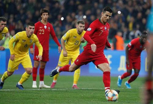 C.Ronaldo ghi bàn thứ 700, Bồ Đào Nha vẫn thất bại trước Ukraine