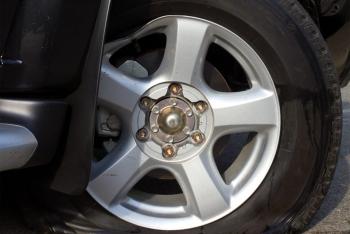 La-zăng xe ôtô bị hư hỏng, có cần phải thay thế?