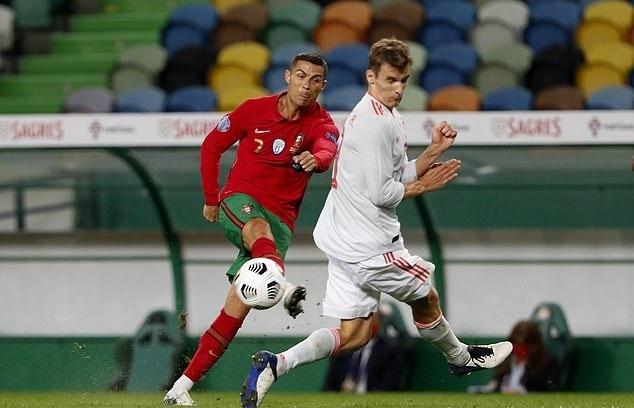 Bồ Đào Nha 0-0 Tây Ban Nha: Bất phân thắng bại