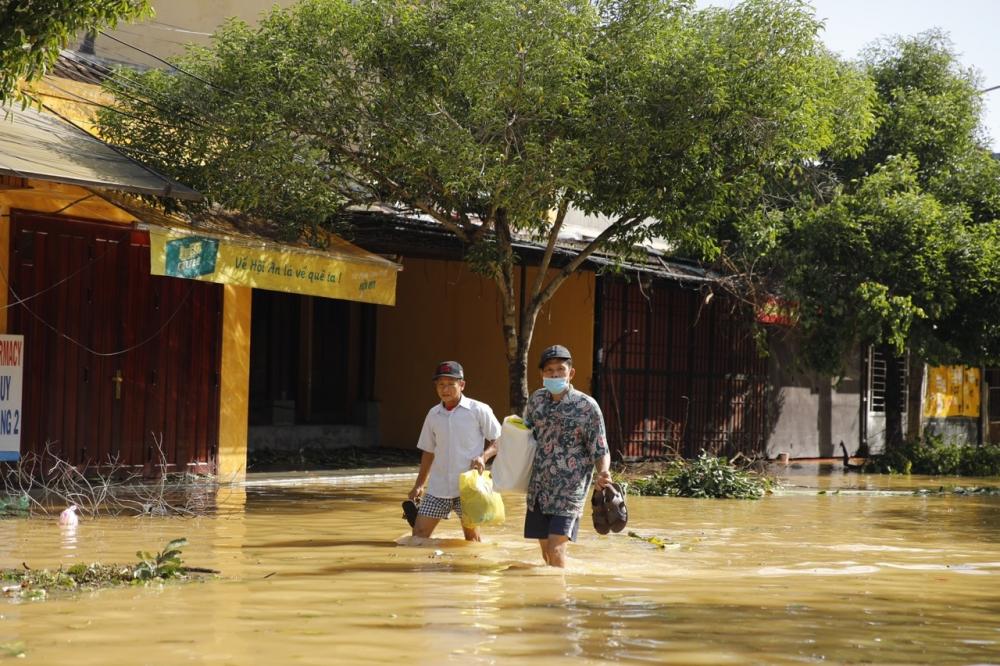 Tổ chức chi trả chế độ bảo hiểm xã hội phù hợp với diễn biến bão lũ tại địa phương