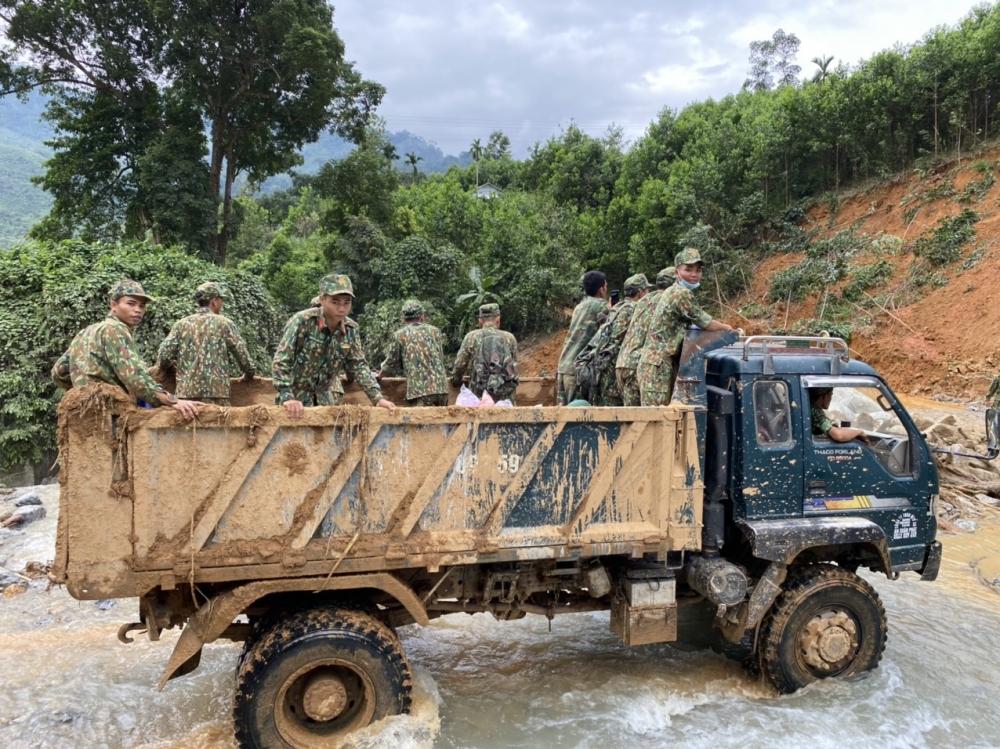 Bất chấp trời mưa nắng, công tác cứu hộ cứu nạn tại Trà Leng luôn khẩn trương