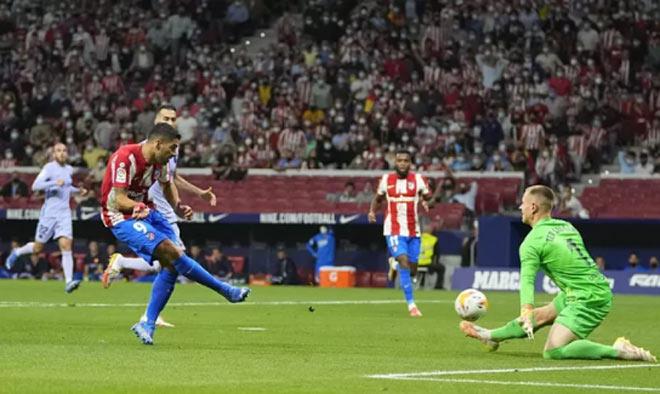Atletico Madrid 2-0 Barcelona: Suarez nhấn chìm đội bóng cũ