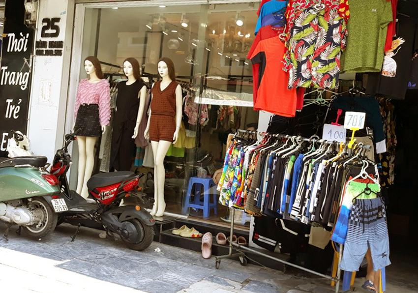 Thời trang đồng loạt giảm giá nhưng vẫn ít khách mua