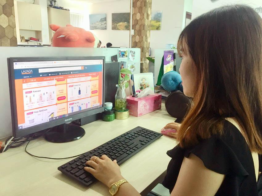 """Vì sao hàng Việt """"lép vế"""" đối thủ ngoại trên sàn thương mại điện tử?"""