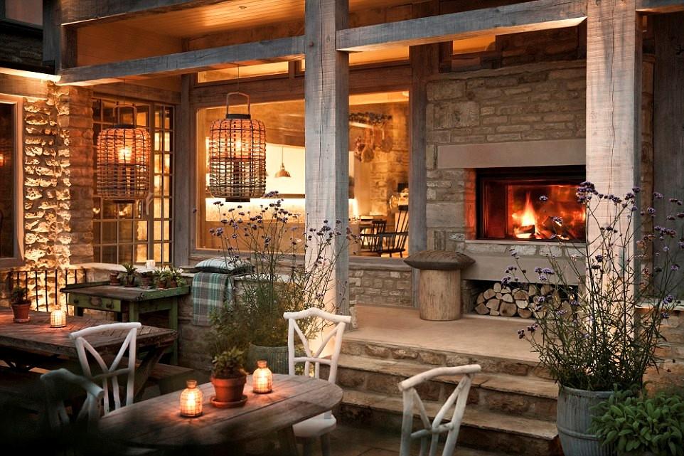 Nếu quá bận rộn, bạn có thể dành hai ngày cuối tuần ở Wild Rabbit, Cotswolds, khách sạn trăng mật tuyệt nhất Anh và Ireland.
