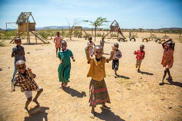 Khám phá ngôi làng 25 năm 'cấm cửa đàn ông'