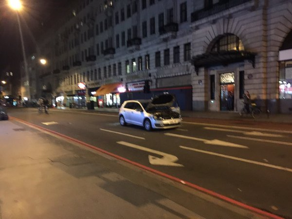 Nổ xe hơi giữa London, người dân hoang mang
