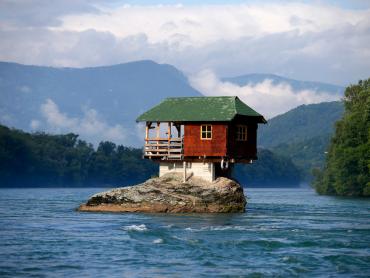 10 công trình xây tại những địa điểm không tưởng
