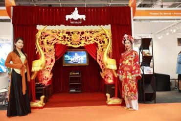 Vở diễn hầu đồng của đạo diễn Việt Tú hút khách tại Anh