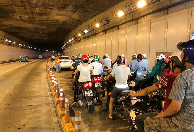 TPHCM: Tài xế Mazda 6 gây náo loạn hầm vượt sông Sài Gòn