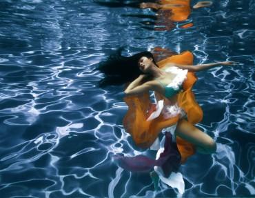 Hình dưới nước ấn tượng nhất của mẫu Việt