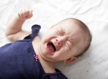 Nguyên do khiến bé quấy khóc và cách chọn sữa cho trẻ sơ sinh phù hợp