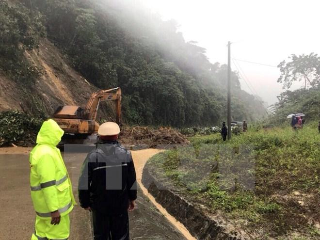 Thông đường Hồ Chí Minh sau 2 ngày giao thông bị gián đoạn do sạt lở