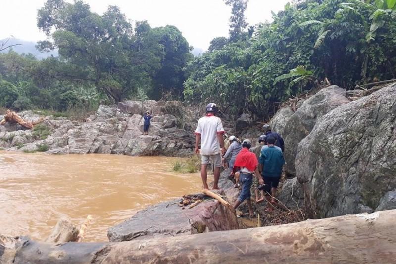 Quảng Ngãi: Sạt lở núi, 4 công nhân tử vong và mất tích