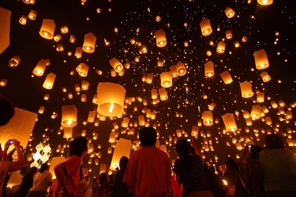 Lung linh Lễ hội thả đèn trời Yi Peng ở Thái Lan