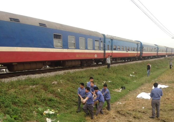 Nam Định: Tàu hỏa đâm xe máy làm 3 người tử vong thương tâm