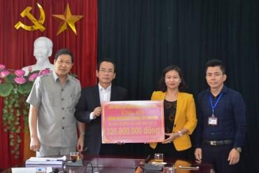 LĐLĐTP Hà Nội: Trao hơn 325 triệu đồng ủng hộ đồng bào bị ảnh hưởng bão số 12