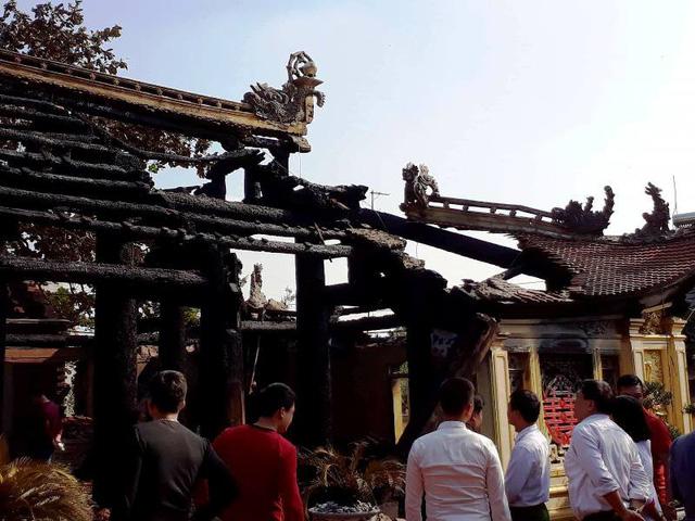 Ngôi đình hàng trăm năm tuổi bị hỏa hoạn thiêu rụi